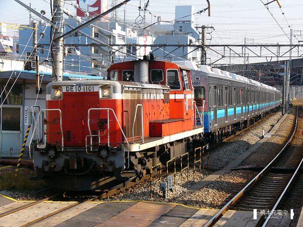 DE10形ディーゼル機関車 DE10 1101/2004-12-11 橋本 東急→伊豆急向け甲種輸送列車を牽引