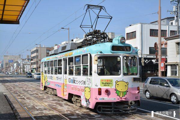 とさでん交通600形 602/宝永町停留場へ接近する602(2018-01-21 宝永町)
